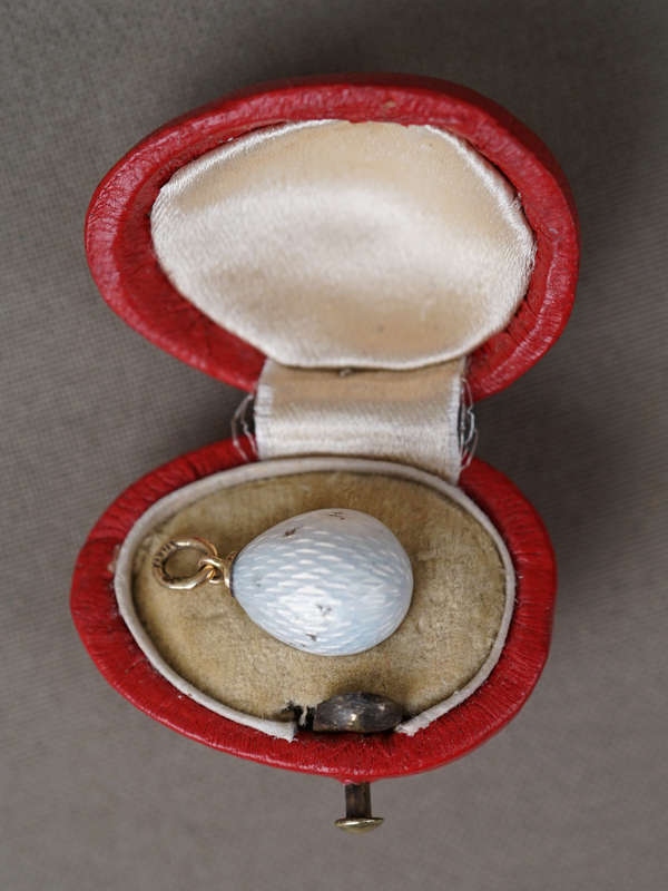 Подвеска «Пасхальное яйцо» в футляре, золото 56 пробы, эмаль, серебро, общий вес 3,2г.