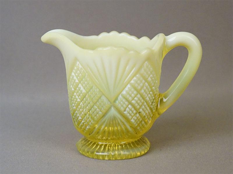 Сливочник, «урановое» стекло. Англия, Davidson, начало XX века