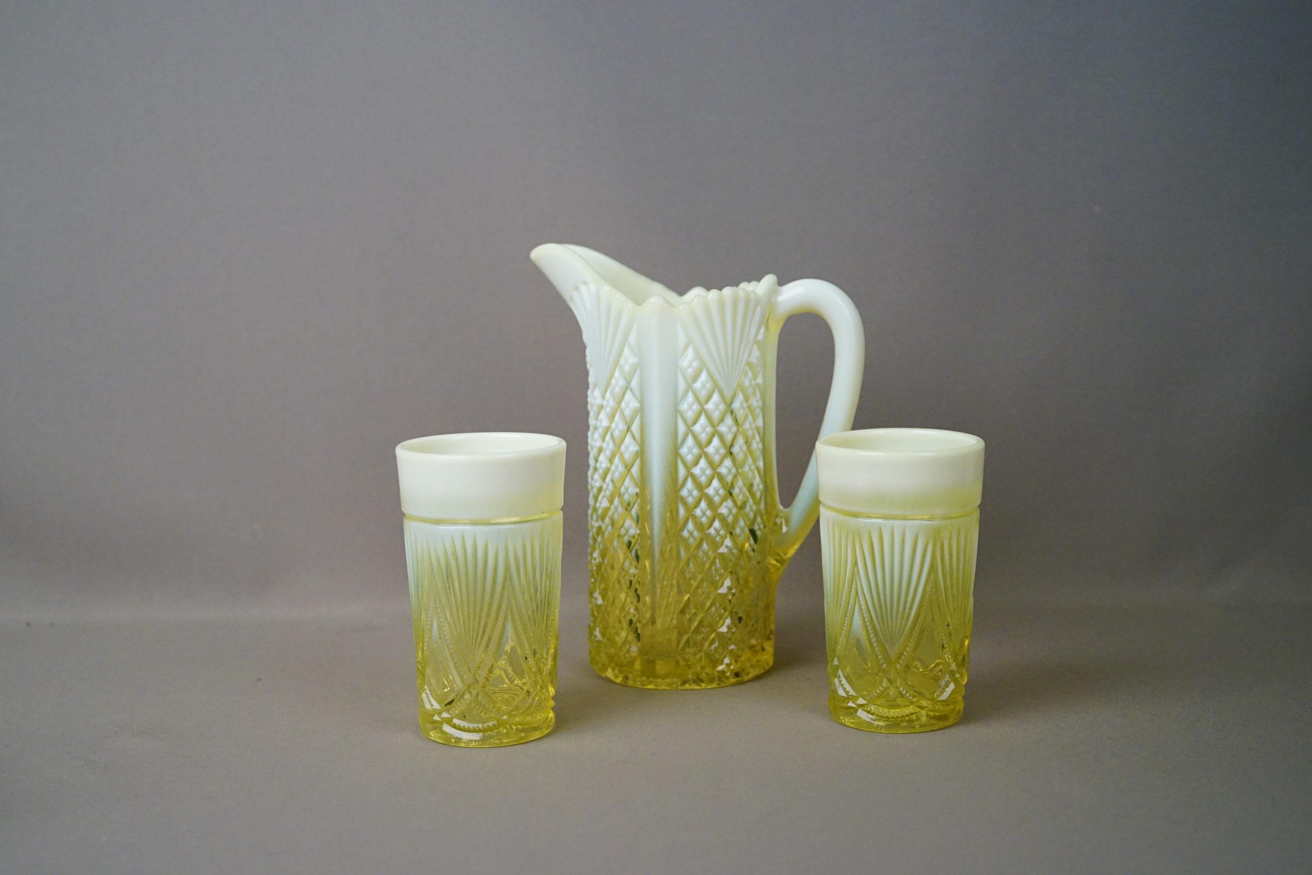 Кувшин и два стакана, «урановое» стекло. Англия, Davidson, начало XX века