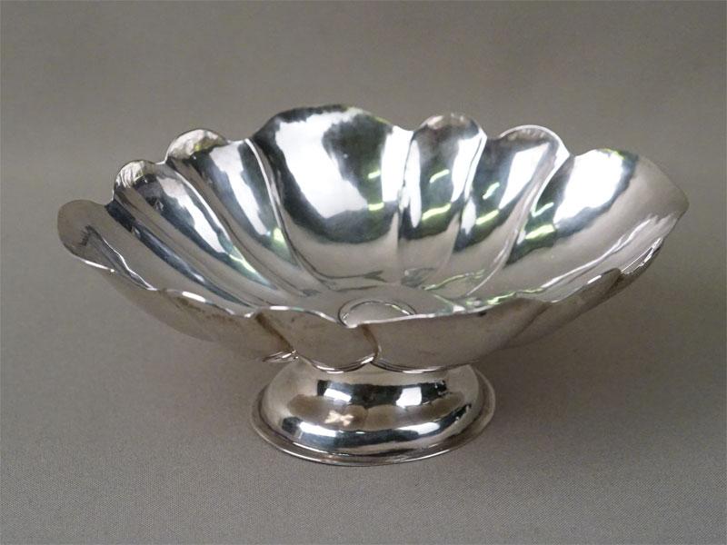 Конфетница, серебро по реактиву, общий вес 160,2г., длина 17см