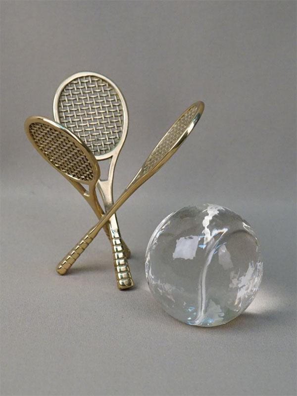 Настольное украшение «Теннисные ракетки и мяч», латунь, стекло, высота 13,5см, XX век