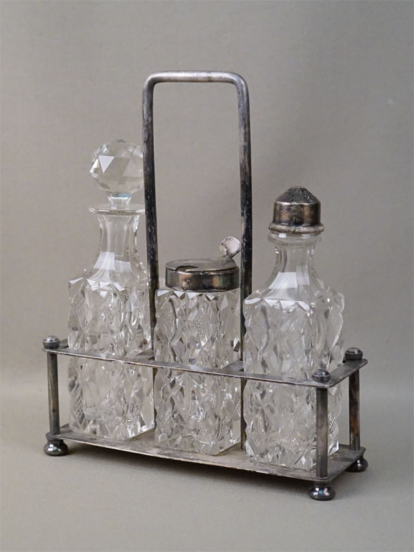 Набор для специй, стекло, металл, серебрение. Варшава, начало XX века, 18 × 22см