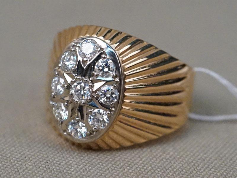 Кольцо, золото 583 пробы, общий вес 6,70г. Вставки: 9 бриллиантов (Кр57 – 0,76ct 4/4). Размер кольца 19,5.