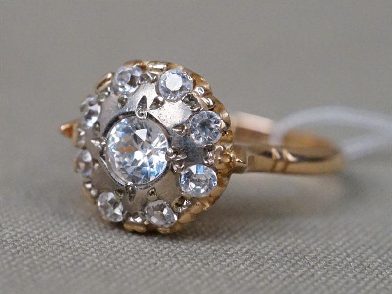 Кольцо, золото 585 пробы, фианиты, общий вес 4г. Размер кольца 17,5.