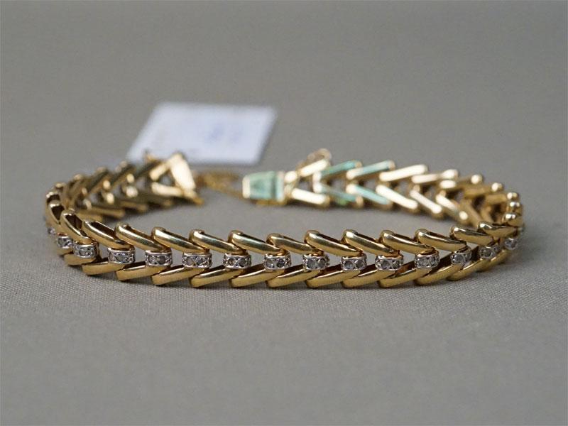 Браслет, золото по реактиву, общий вес 31,4г., длина 18см. Вставки: 62 алмаза.