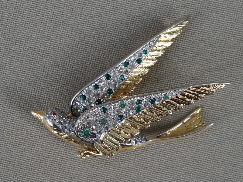 Брошь «Ласточка», золото по реактиву, алмазы («Роза»), стекла, выращенный рубин, общий вес 12,98г.
