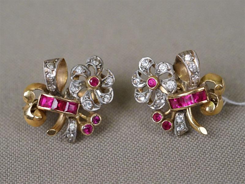 Серьги «Шевалье», золото по реактиву, общий вес 6,17г. Вставки: фианиты, выращенные рубины.