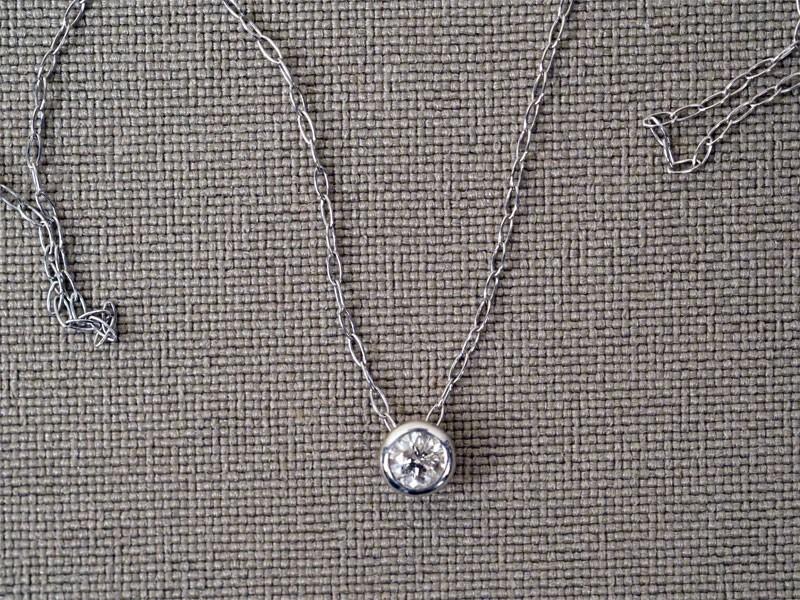 Цепь с подвеской «бегунком», платина (цепь), общий вес 0,83г., длина 40см. Вставки: 1 бриллиант (Кр57 – 0,10ct 4/6)