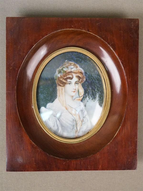 Миниатюра в раме «Портрет дамы», живопись на кости, 8 × 6,5см, рама дерево, латунь, конец XIX века