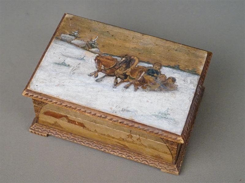 Шкатулка в русском стиле «Тройка», дерево, выжигание, роспись, начало XX века, 17 × 12 × 8см