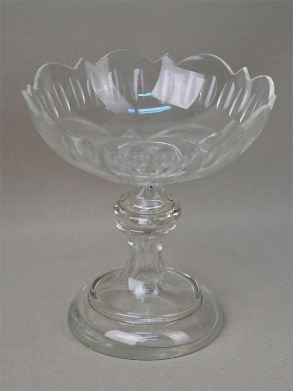 Вазочка-конфетница, стекло. Мальцовский завод, конец XIX века, высота 14см (скол)