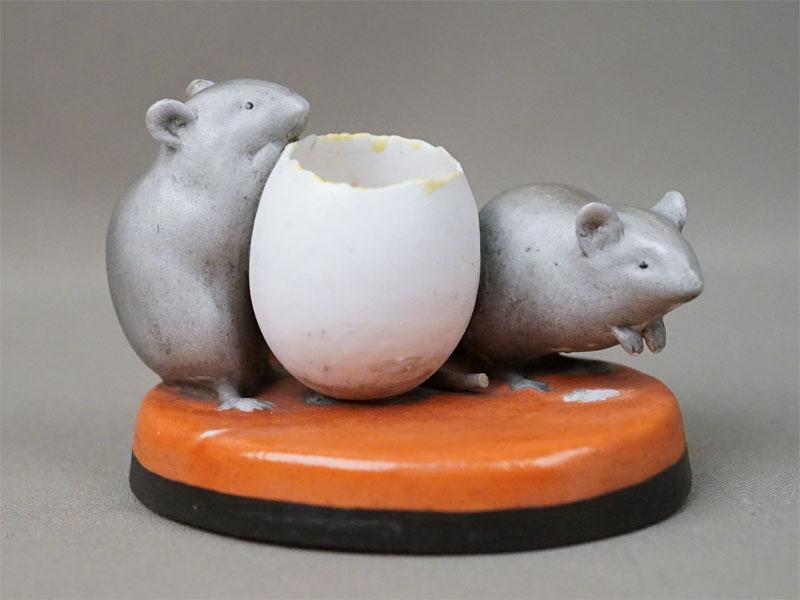 Солонка «Мыши и яичная скорлупа», бисквит, роспись. Завод Гарднера, XIX век, 10 × 8 × 7,5см (сколы)