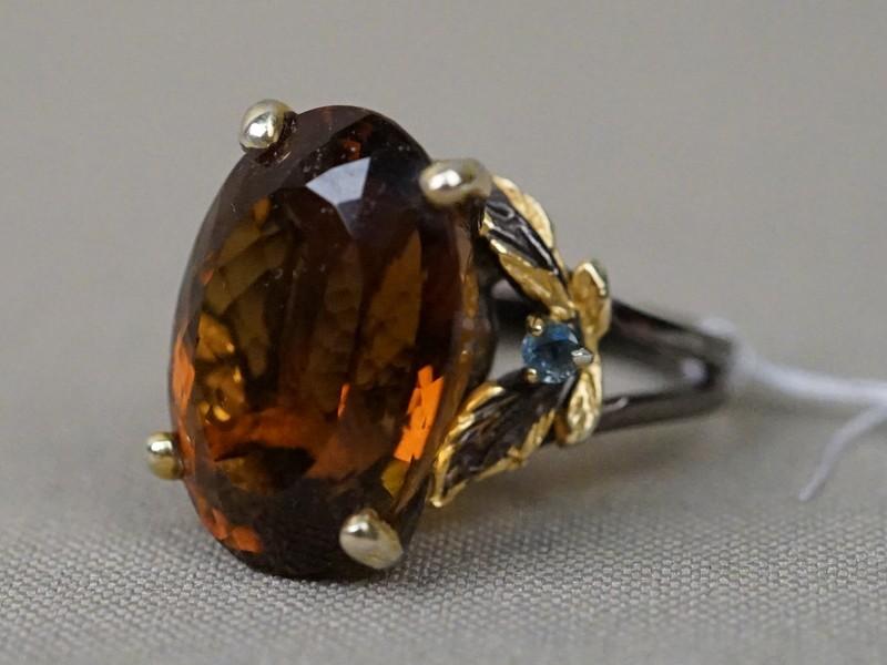 Кольцо, серебро 925 пробы, цитрин, 2 сапфира, общий  вес 9,44г. Размер кольца 17,75.