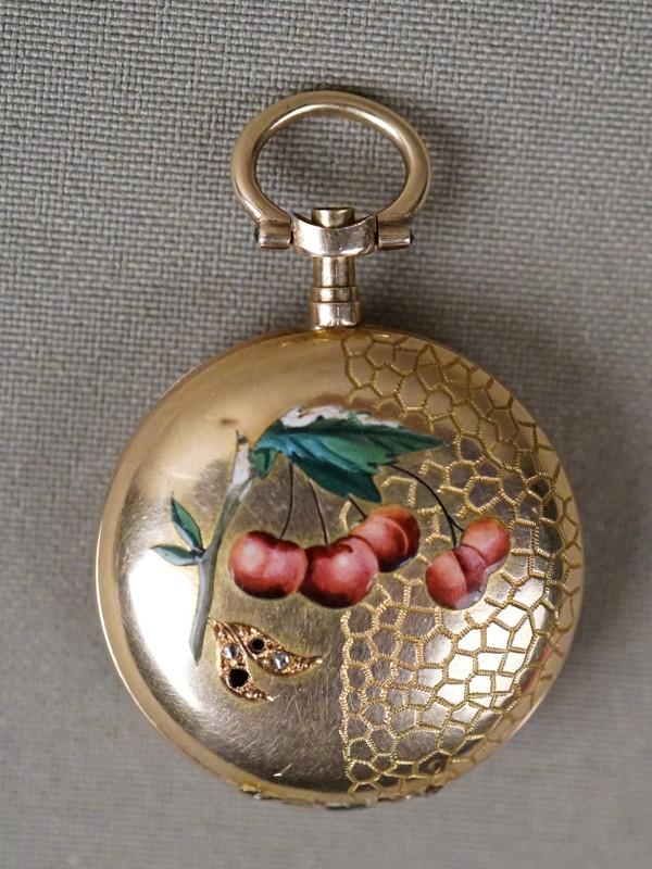 Корпус для дамских карманных часов, золото 56 пробы, эмаль(сколы), общий вес 8,54г. Вставки: 2 алмаза.