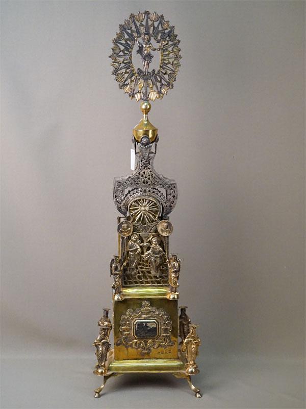 Дарохранительница, серебро 84 пробы, золочение, чернь, общий вес 1643г., 74 × 16 × 7см. Москва, 1797 год. Атрибуция.