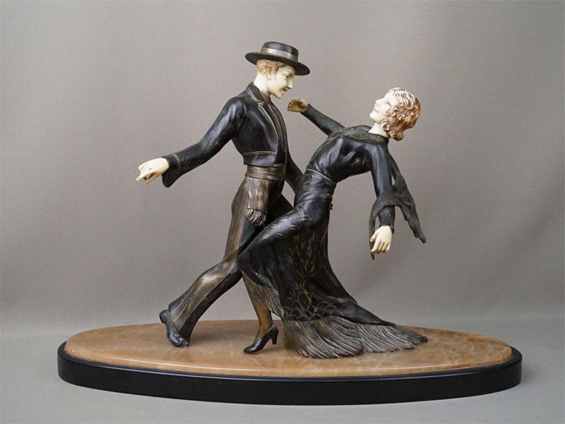 Скульптура «Танго», шпиатр, имитация кости, постамент оникс, начало XX века, высота 34см, длина 48см