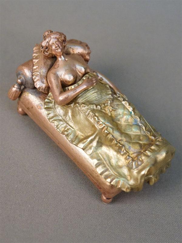 Скульптура-кунштюк «Дама в кровати», бронза, начало XX века, длина 9,5см