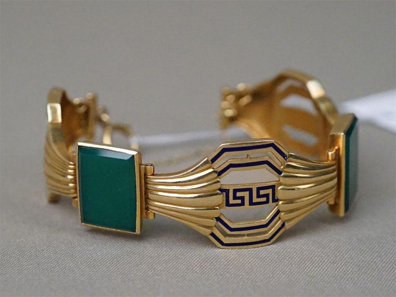 Браслет в стиле ар-деко, золото по реактиву, эмаль, вставки: хризопраз, общий вес 46,21г.