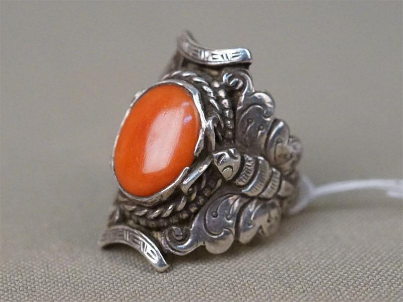 Кольцо «Бабочки», серебро по реактиву, вставка: коралл, общий вес 9,59г.