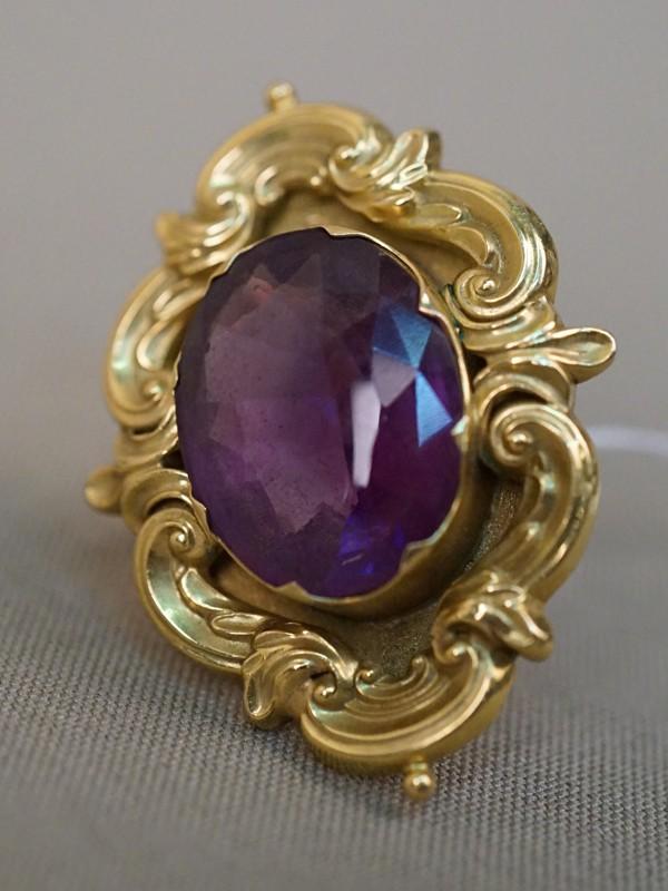Кольцо, золото по реактиву, вставка: аметист (18,50 ст), общий вес 12,33г. Размер кольца 17,5
