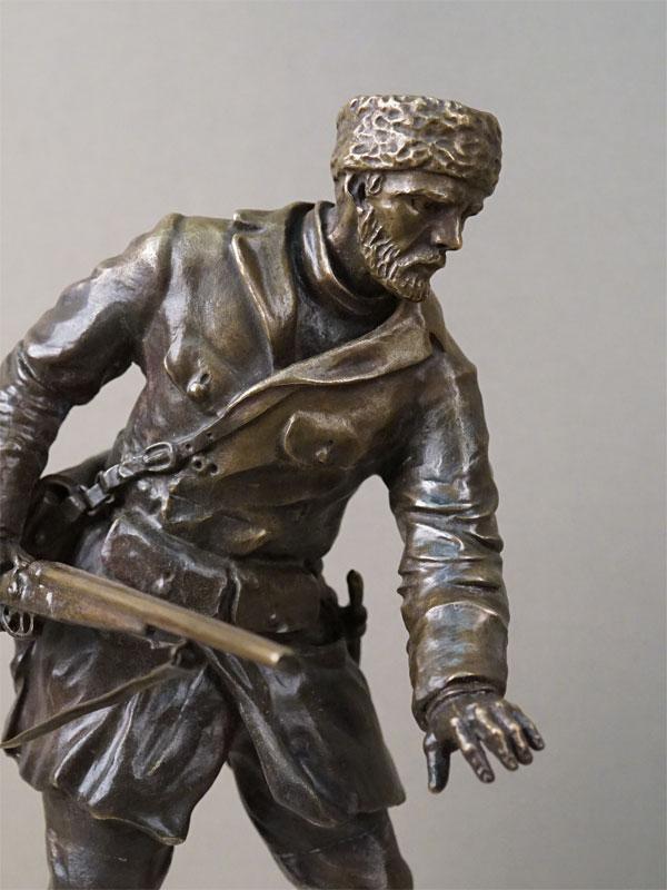 Скульптура «Охотник идущий по следу», бронза, литье, патинирование, постамент мрамор. Россия, начало XX века, высота 31см