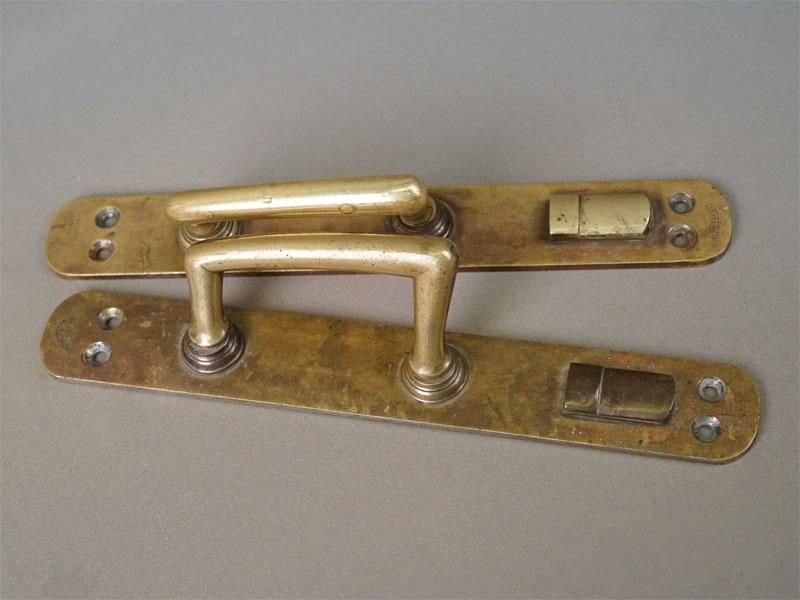 Пара дверных ручек в стиле модерн, латунь, начало XX века, 30 × 4,5см