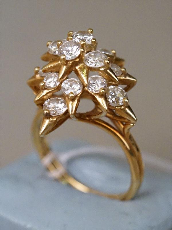 Кольцо, золото по реактиву, общий вес 6,99г. Вставки: 16 бриллиантов (Кр57 – 2,34ct 4/4). Размер кольца 17,5