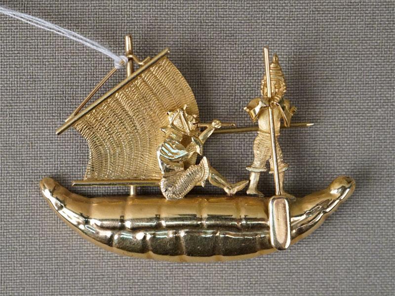 Брошь «Парусник», золото по реактиву, общий вес 9,36г., длина 5,3см