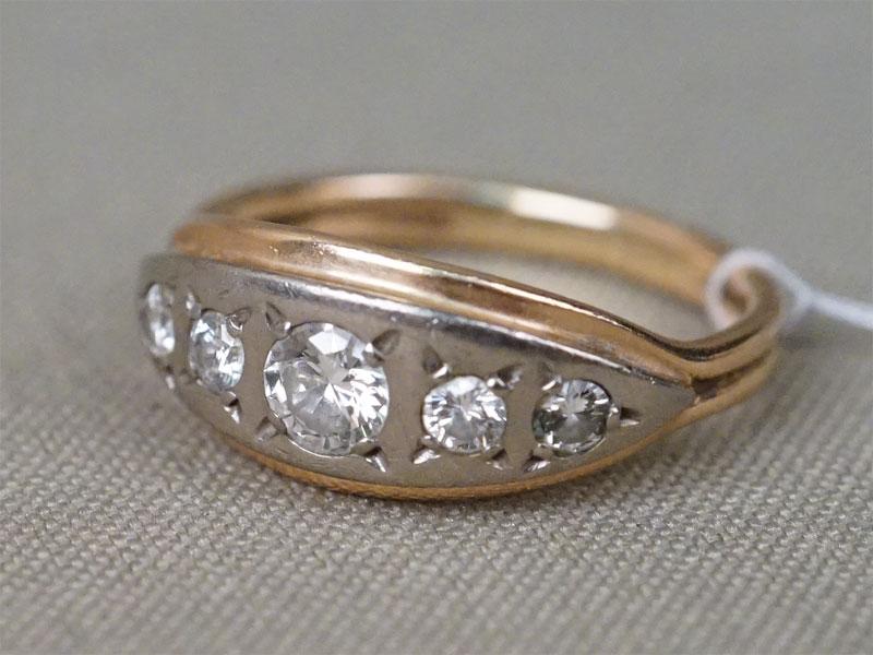 Кольцо «Дорожка», золото 583 пробы, общий вес 4,65г. Вставки: бриллианты (1бр Кр57 – 0,35ct 4/5; 4бр Кр57 – 0,33ct 4/6). Размер кольца 18,5.