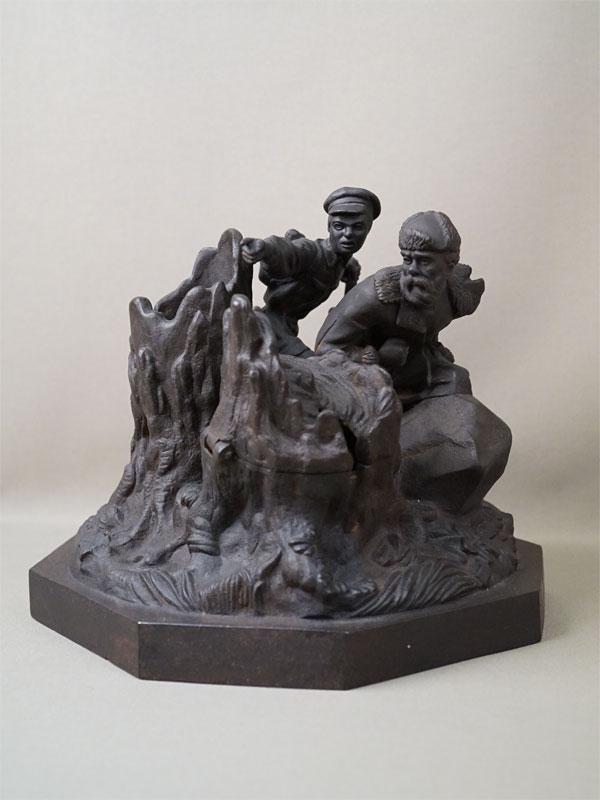 Чернильница «Партизаны в тылу врага», чугун, литье, покраска. Касли, 1954 год, высота 22см