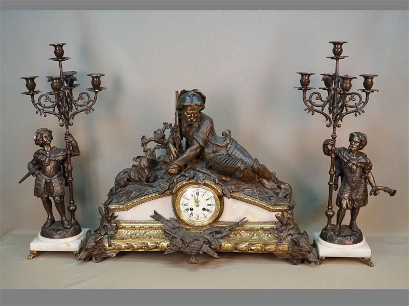 Каминный комплект «Охота»: два канделябра (высота 67см) и каминные часы (длина 72см, высота 53см), патинированная бронза, мрамор. Западная Европа, конец XIX века