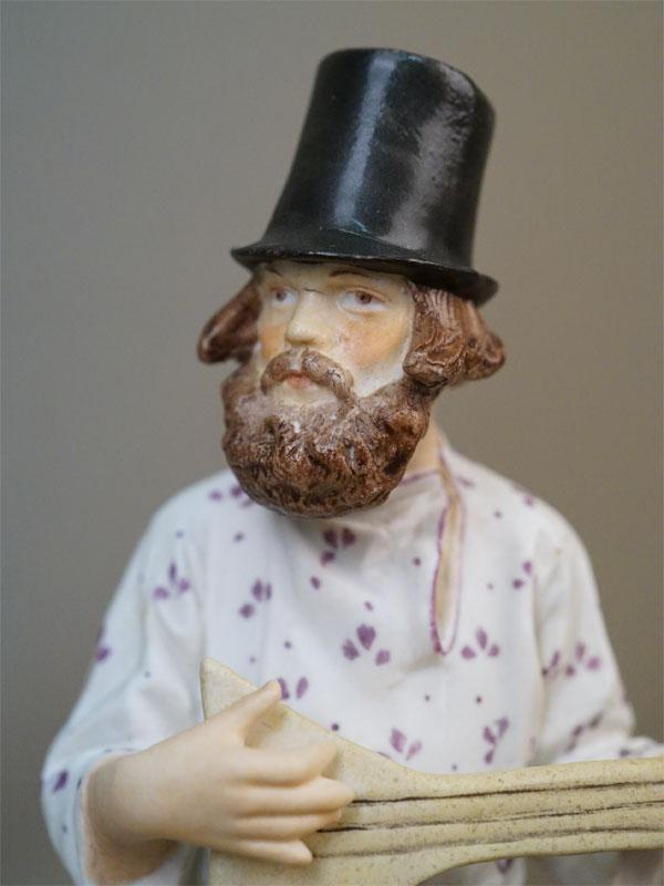 Скульптура «Балалаечник», бисквит, роспись. Завод Гарднера, 1870-1890-е годы, высота 21,3см (реставрация рук и балалайки)