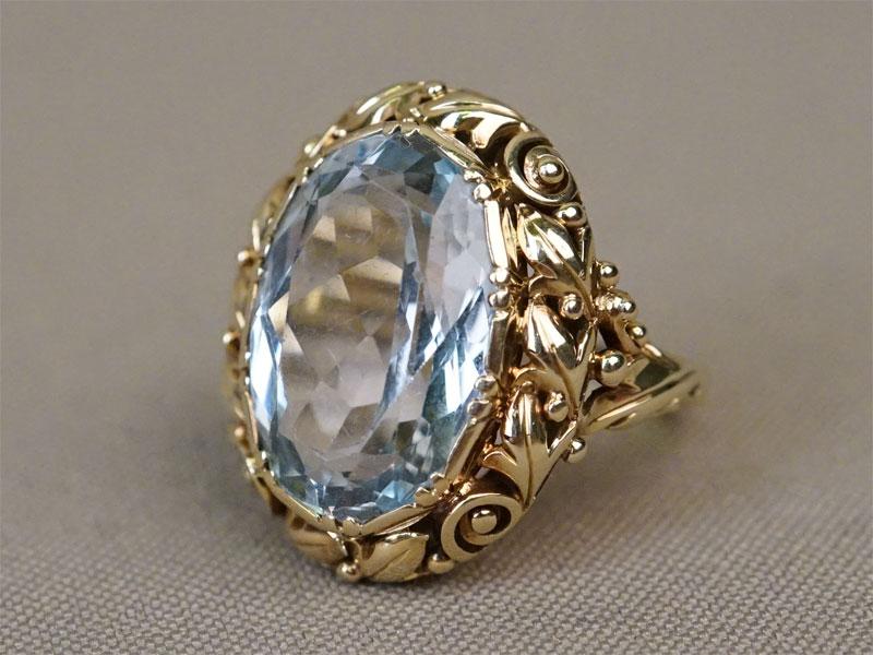 Кольцо, золото 583 пробы, вставка: топаз (13 ст); общий вес 9,72г. Размер кольца 17,5