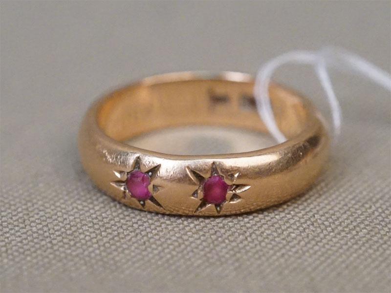 Кольцо, золото 583 пробы, вставки: выращенные корунды; общий вес 5,21г. Размер кольца 16,5
