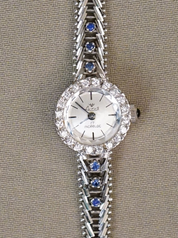 Часы дамские наручные с браслетом, золото 585 пробы, общий вес 20,05г.