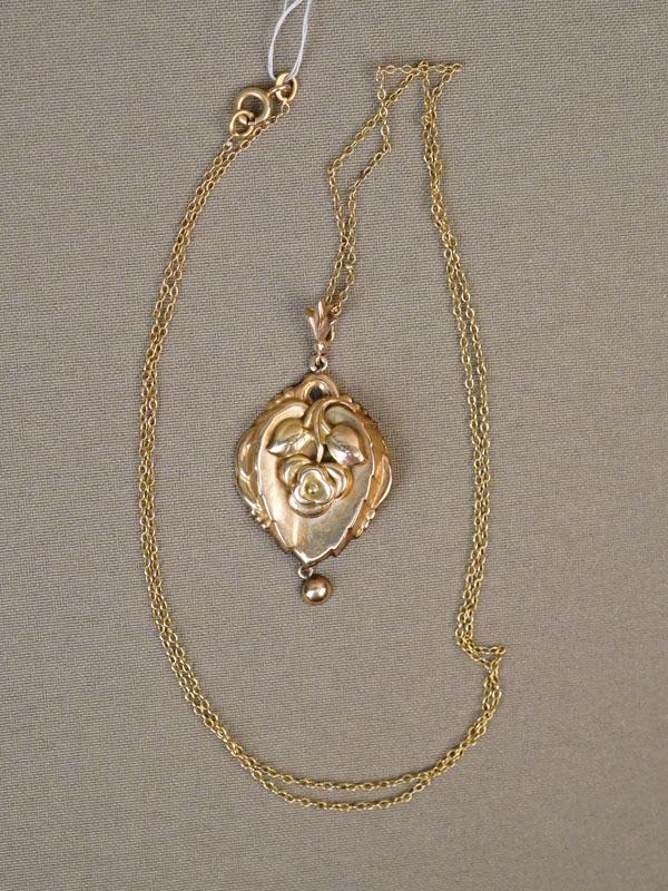 Подвеска «Роза» с цепью, золото 583 пробы, общий вес 7,16г.