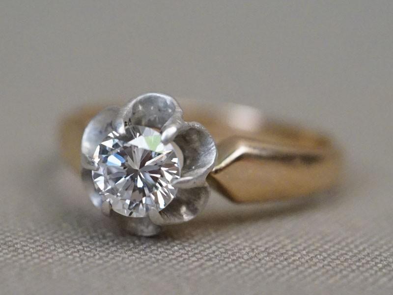 Кольцо, золото 583 пробы, общий вес 3,40г. Вставки: 1 бриллиант (Кр57 0,76   6/7а). Размер кольца 18.