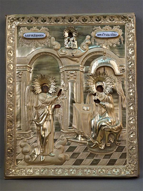 Икона в киоте «Благовещение Пресвятой Богородицы», дерево, левкас, темпера, золочение, 36 × 28,5см. Оклад серебро 84 пробы, золочение, финифть. Москва, 1832 год