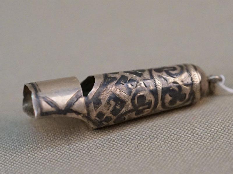 Свисток, «Кавказ», серебро 84 пробы, чернь, общий вес 3г., длина 3,6см