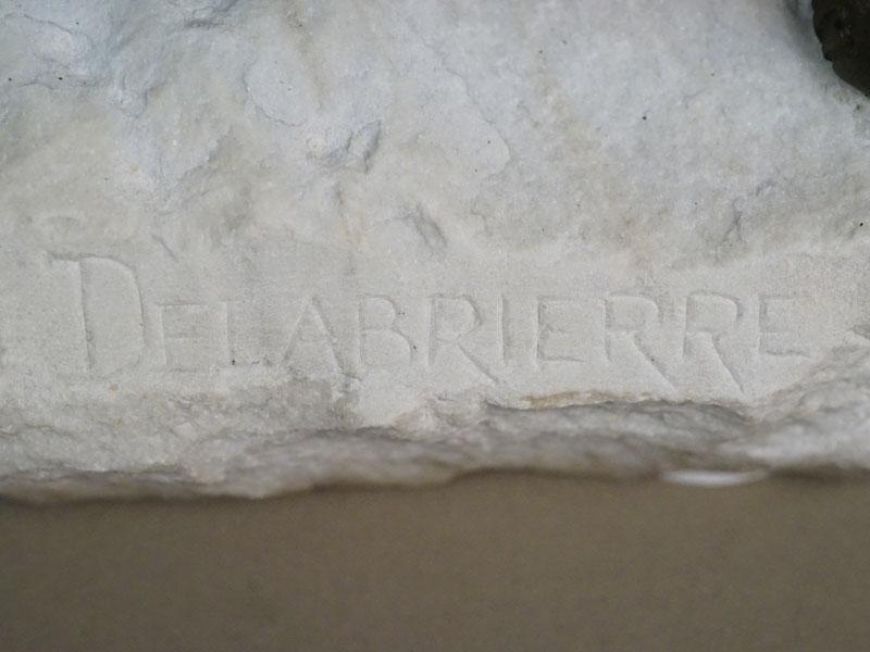 Скульптура «Лев с добычей», бронза, постамент мрамор, автор Delabrierre, длина 74 см