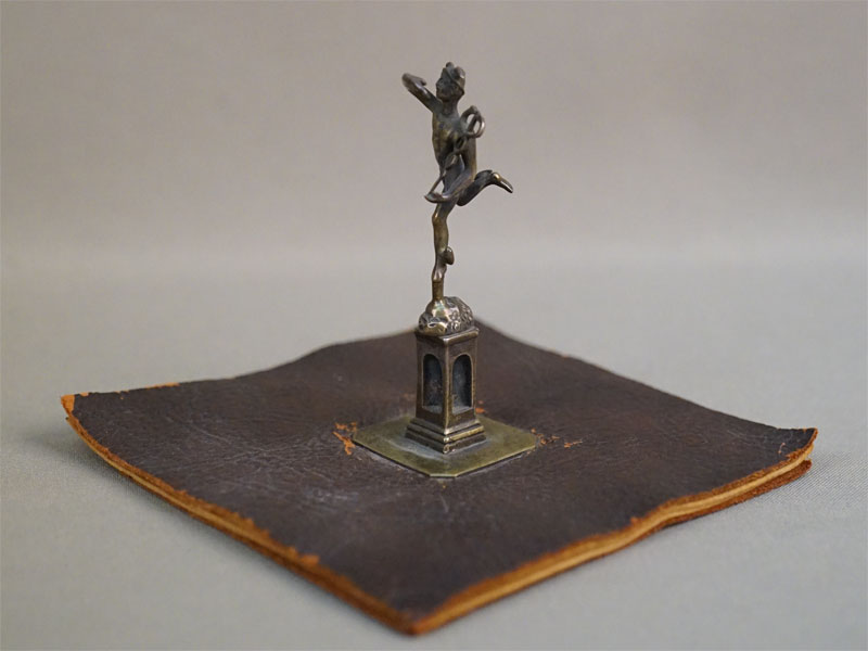Перочистка «Меркурий», бронза, кожа, высота 9см