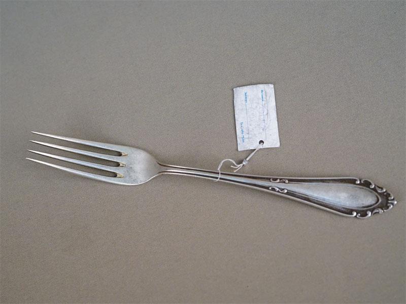Вилка столовая, серебро 800 пробы, общий вес 66г.