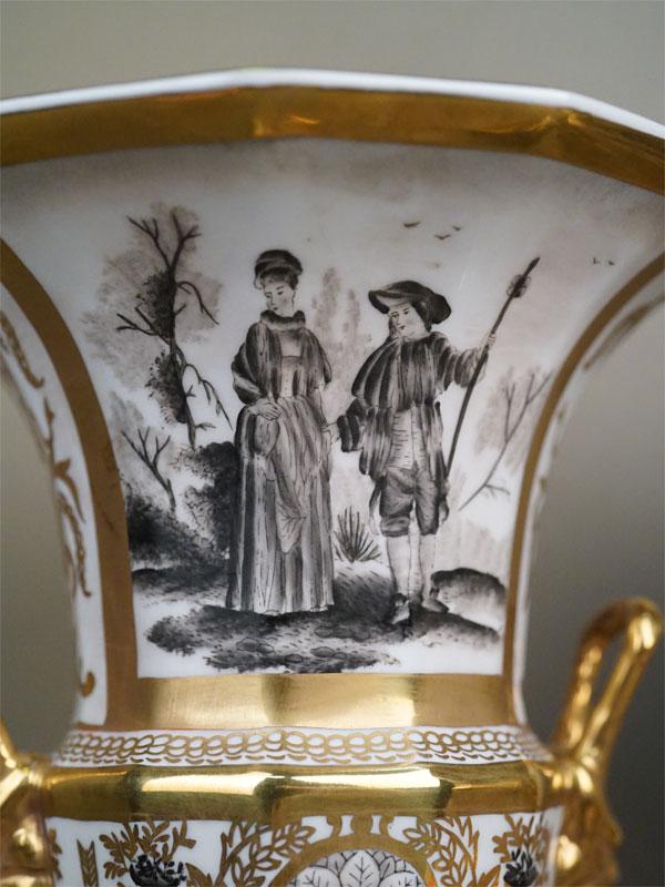 Вазы парные «Галантные сцены», фарфор, роспись, золочение. Западная Европа, высота 34см