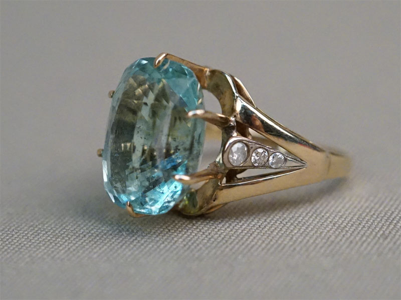 Кольцо, золото 750 пробы, бриллианты, аквамарин, общий вес 7,77г. Размер кольца 19.  Экспертиза.