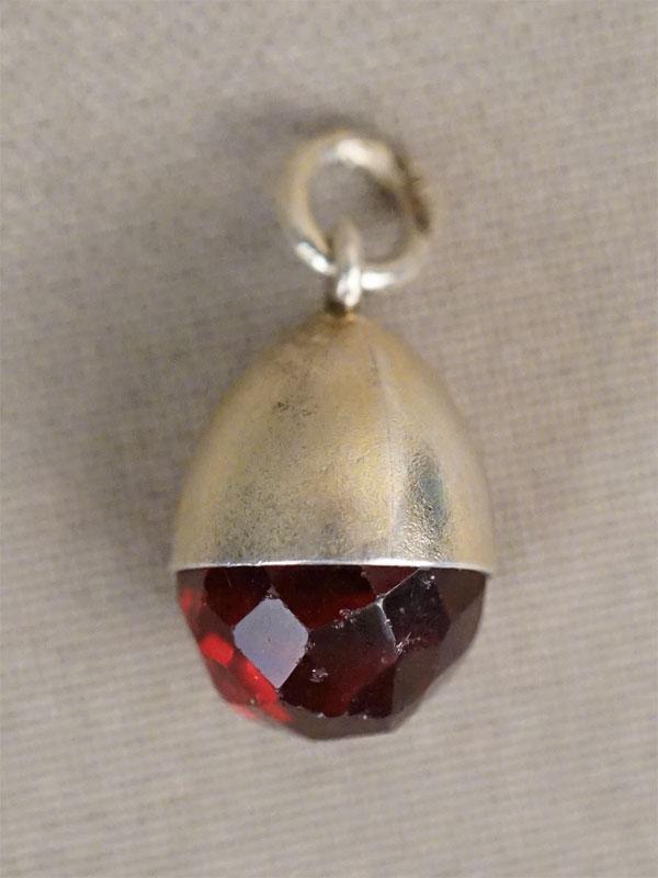 Подвеска «Пасхальное яйцо», серебро 84 пробы, стекло, общий вес 3,57г.