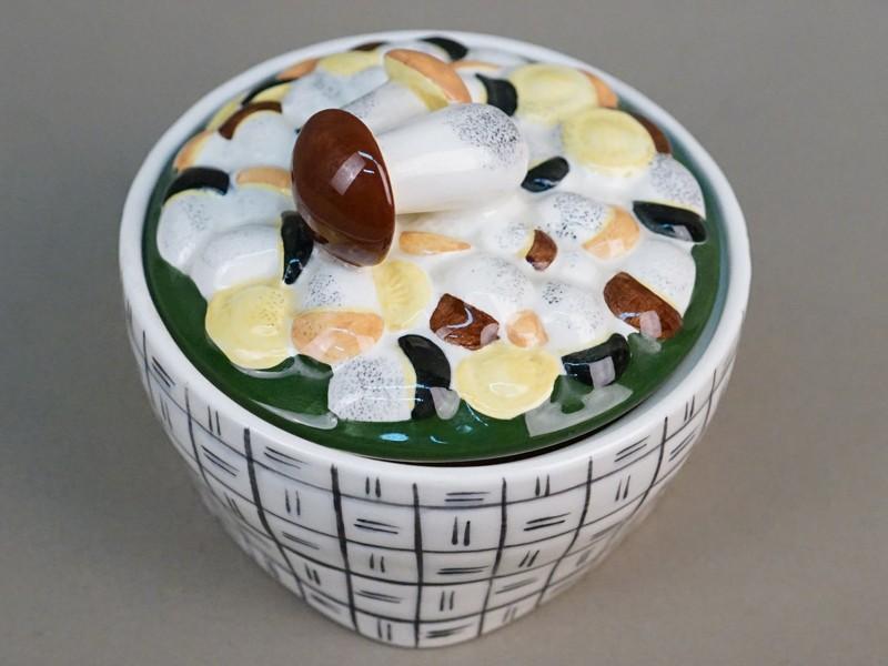 Масленка «Лукошко с грибами», фаянс, роспись. Конаково, диаметр 15см