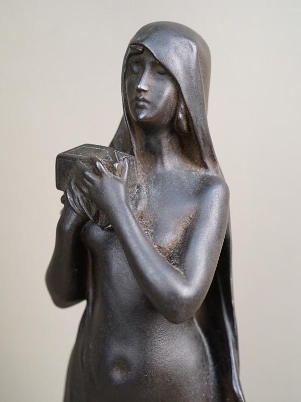 Скульптура «Секрет Пандоры», чугун, литье, покраска. Касли, 1905 год, формовщик П.Трофимов, высота 38см. Атрибуция.