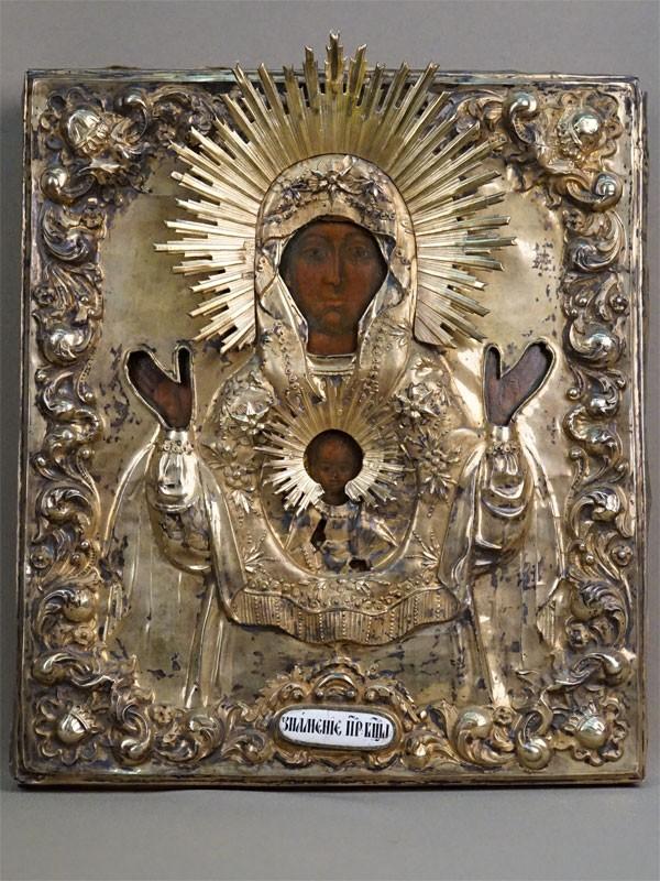 Икона «Пресвятая Богородица Знамение», дерево, левкас, темпера, конец XVII века, 31,5 × 27,5см. Оклад серебро 84 пробы, высокий рельеф, чеканка, гравировка, золочение, финифть. Москва, 1843 год, вес оклада 420г.