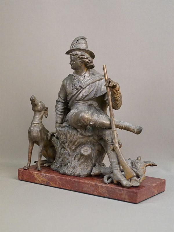 Скульптура «Охотник на привале», шпиатр, камень, начало XX века, высота 26см
