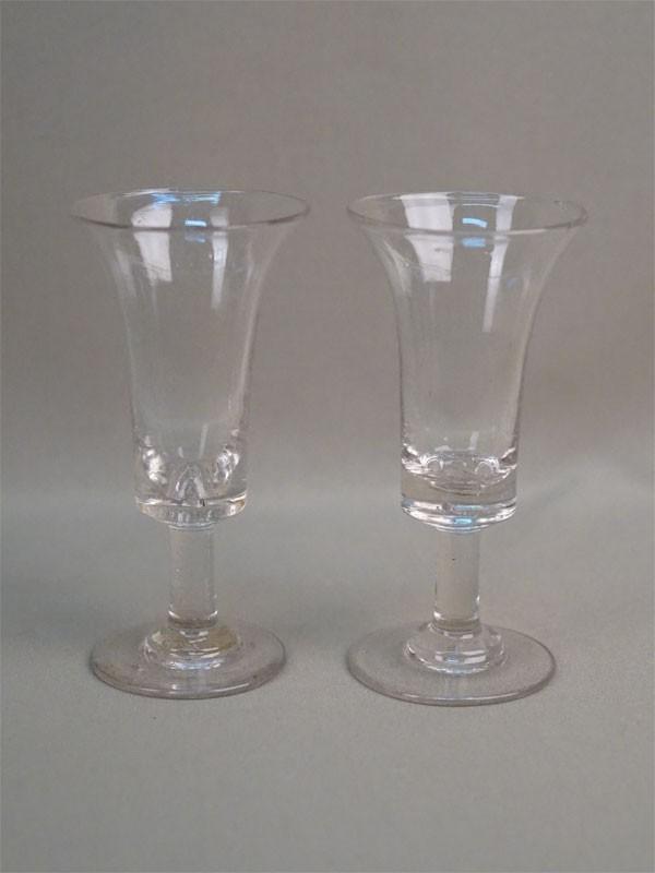 Пара бокалов, стекло, Мальцовский завод, конец XIX века, высота 13,5см